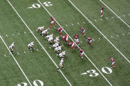 Saints line up on offense vs. Falcons.